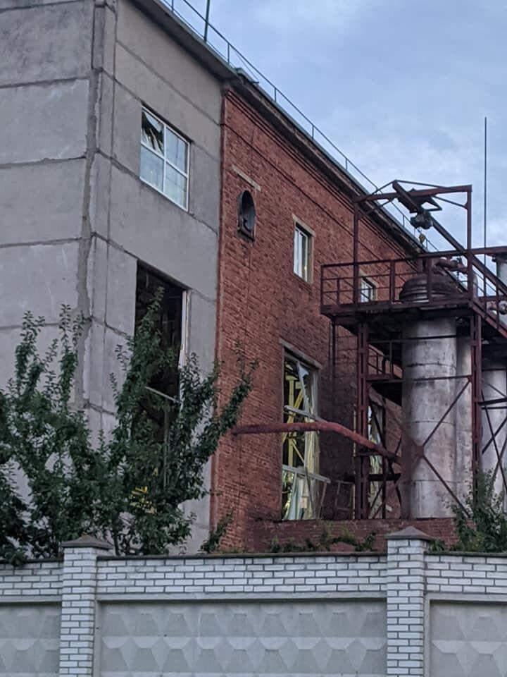 Від вибуху на Львівському хімзаводі в будівлі вибило вікна