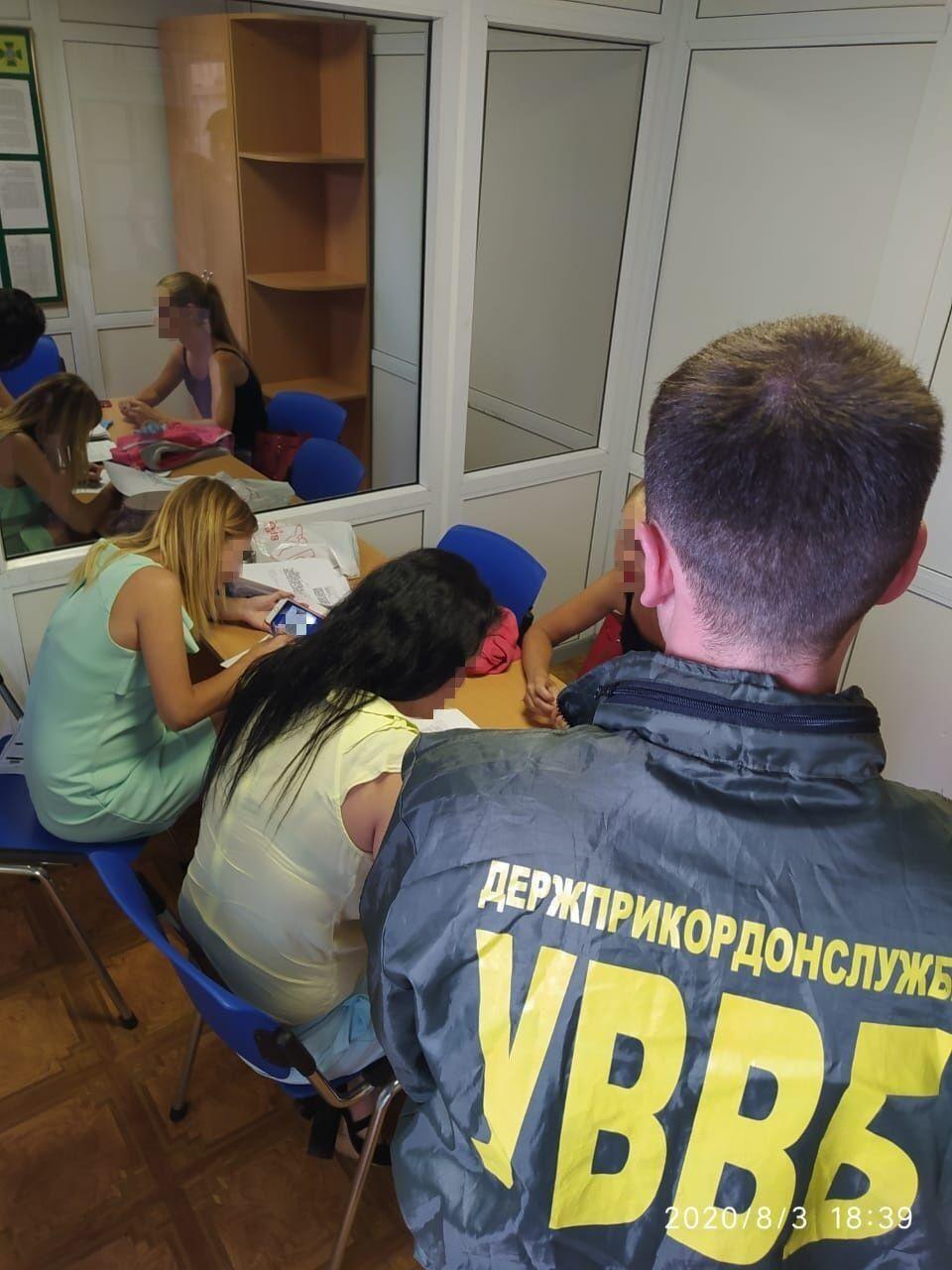 Девушка хотела, чтобы в Украину впустили ее знакомого-иранца