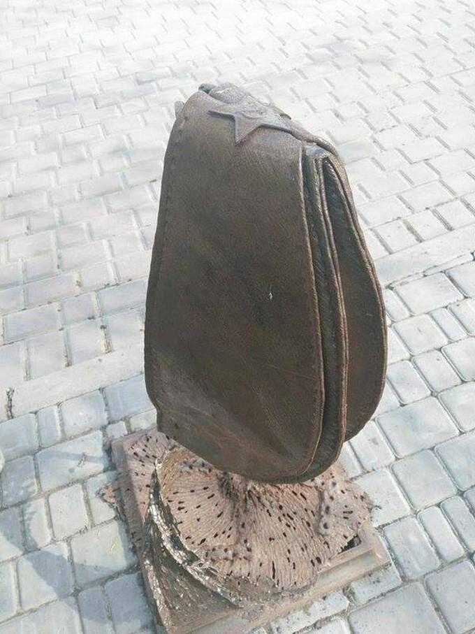 """Скульптуру """"Фашизм не пройде"""" в окупованому Донецьку було встановлено в Парку кованих фігур"""