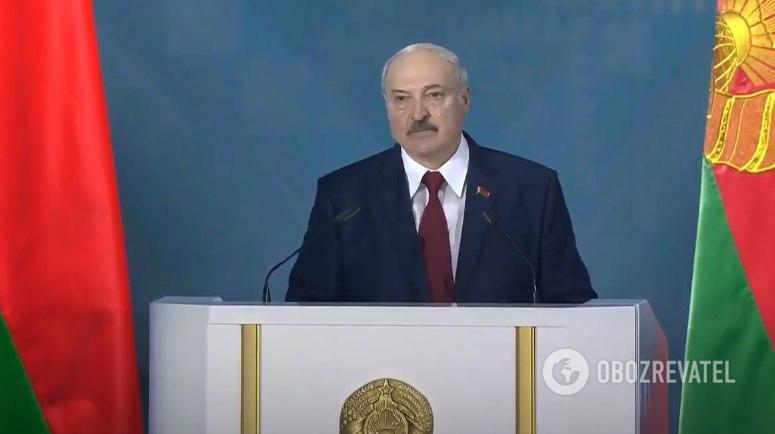 Лукашенко во время обращения к правительству