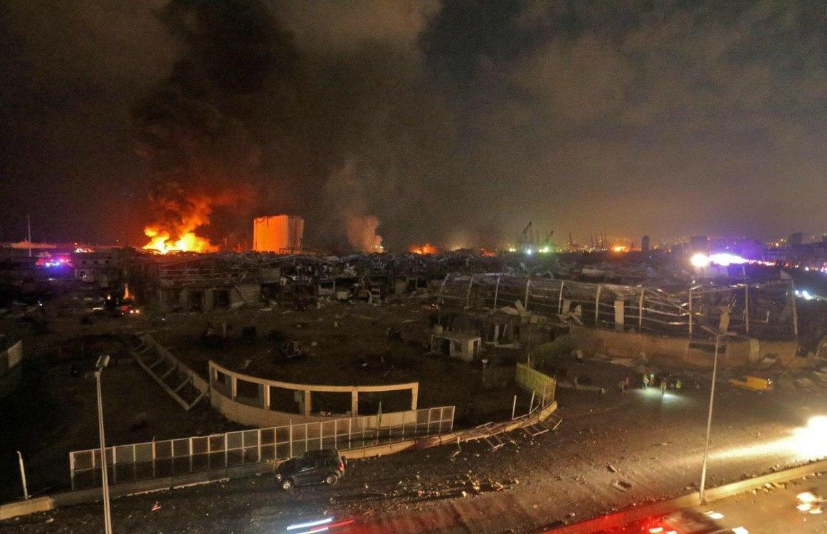 Пожары на месте взрывов в Бейруте