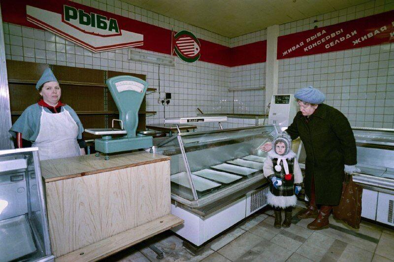 Порожні вітрини в магазині, СРСР, 1990 год