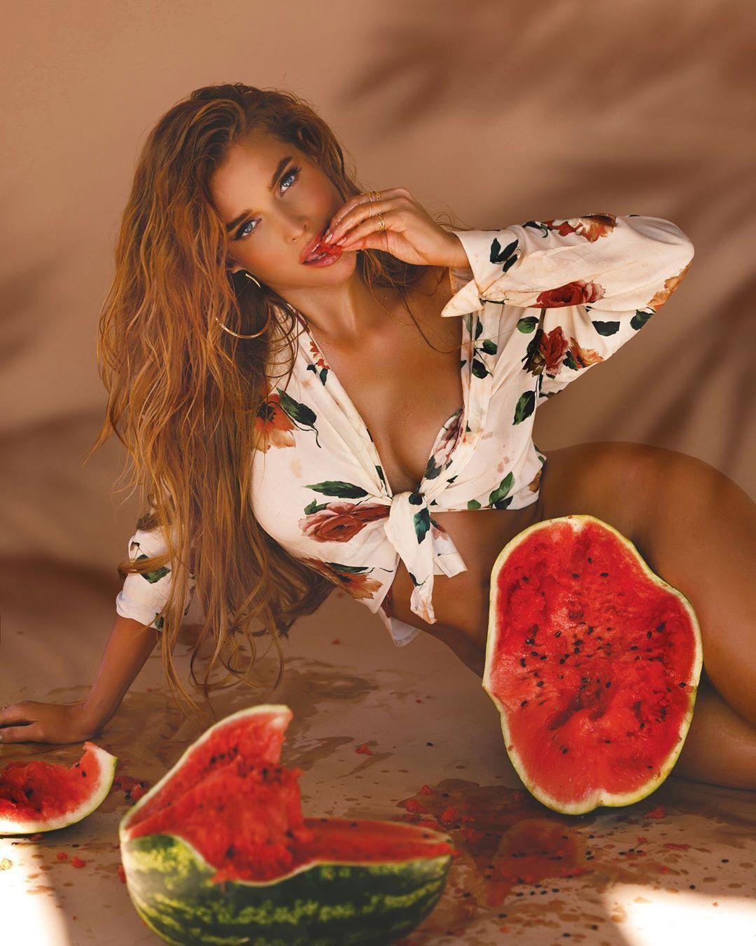 """Экс-""""ВИА Гра"""" показала голое тело без белья (Instagram Татьяны Котовой)"""