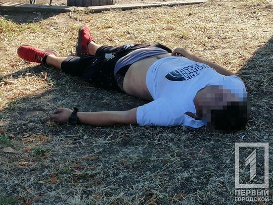 У парку Кривого Рогу знайшли тіло напівроздягненого хлопця