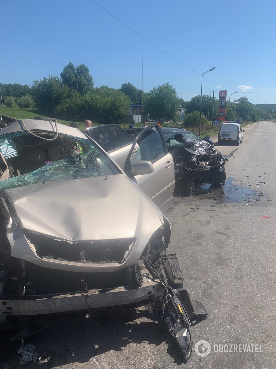 На Київщині Lexus на зустрічній зіткнувся з Renault і Kia: є постраждалі