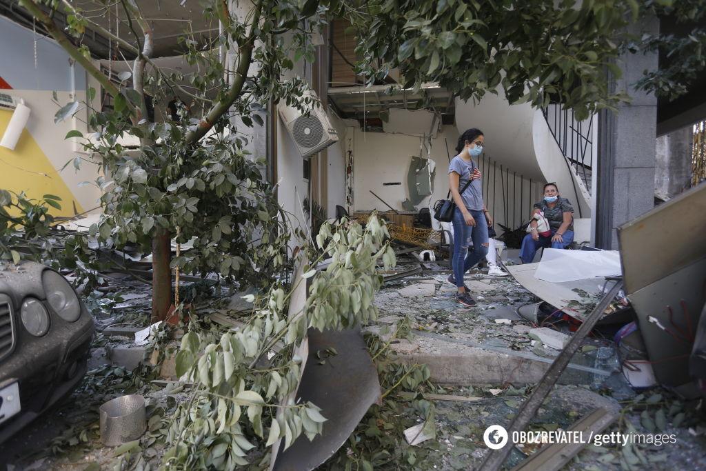 Взрывом повредило здания