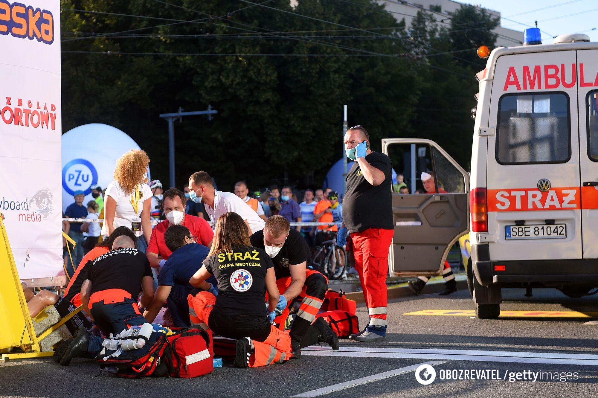 Велогонка Тур Польши: медики оказывают помощь пострадавшим