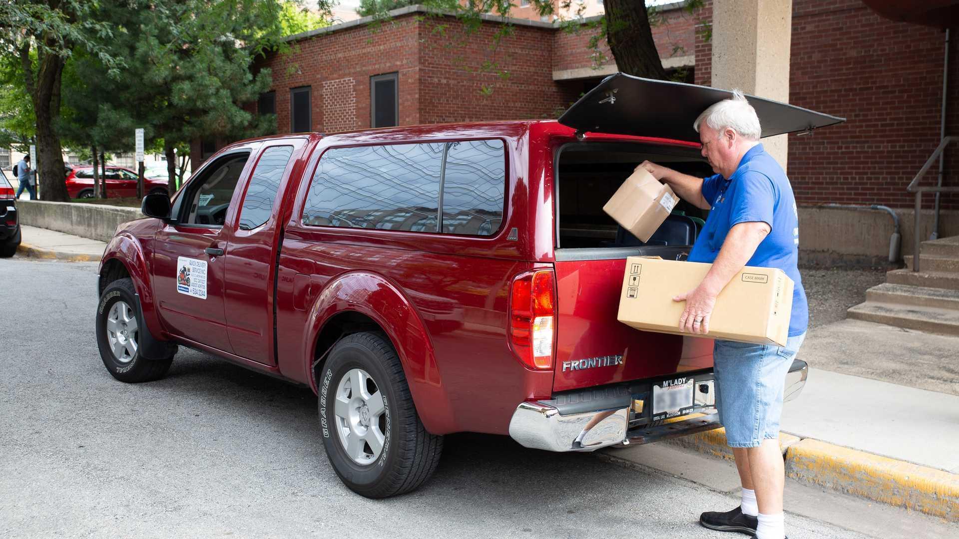 Брайан Мерфи сумел накатать на Nissan Frontier 1 600 000 км во время работы курьером.