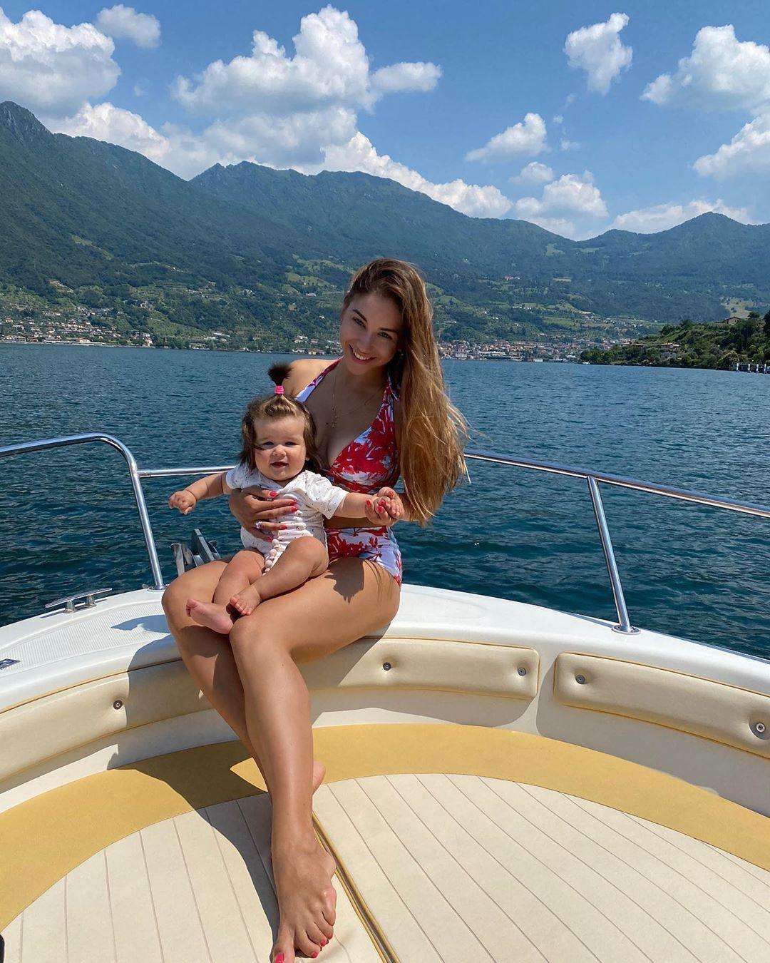 Роксана Малиновські з донькою