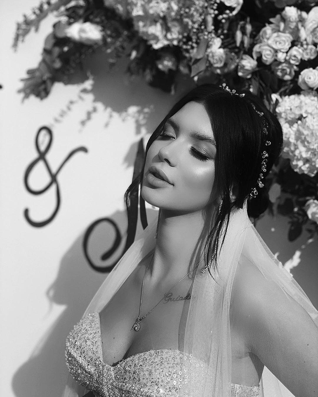 Мария Русина на черно-белой стильной фотографии