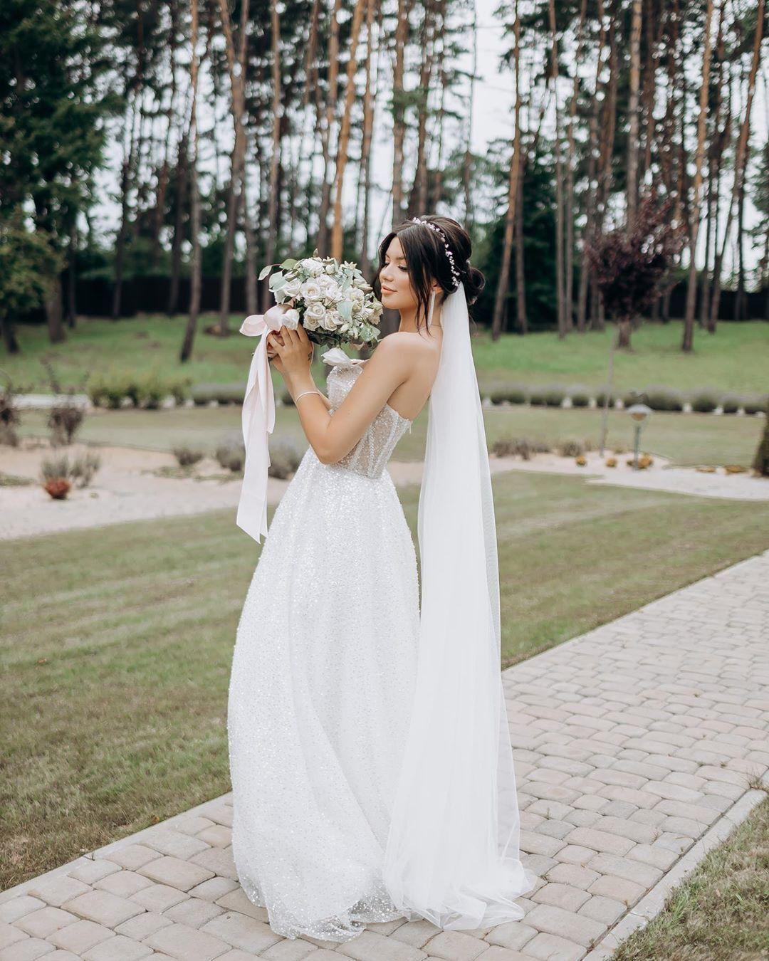 Мария Русина в свадебном платье