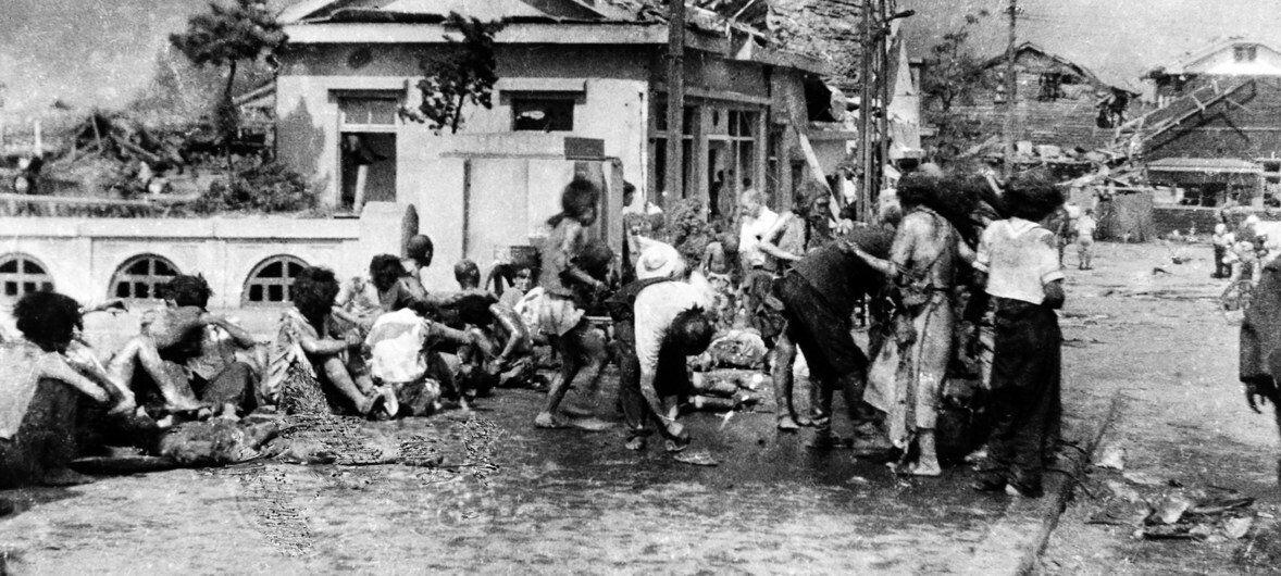 Жителі Хіросіми після бомбардування, 11 ранку 6 серпня 1945 року