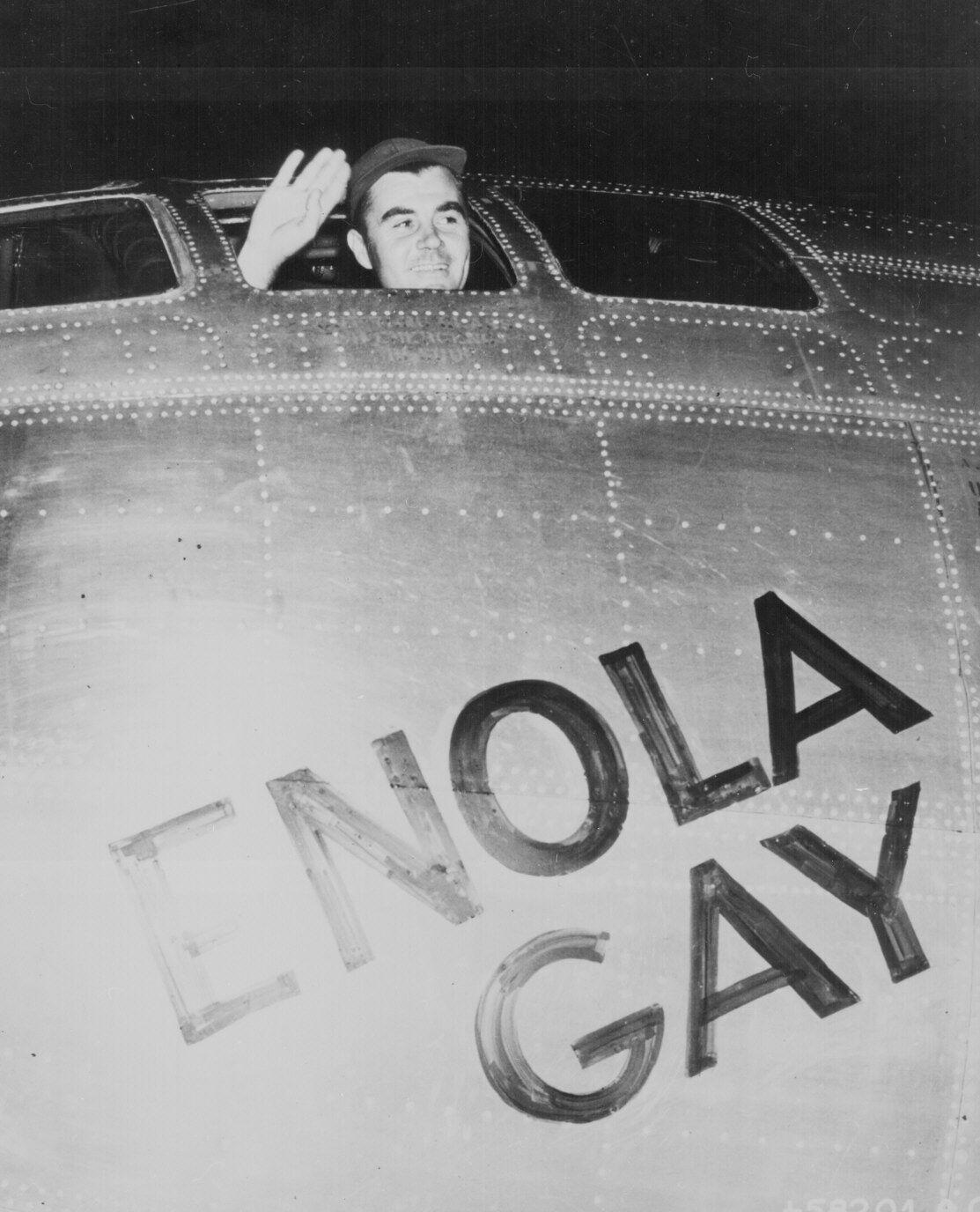 Пол Тиббетс утром 6 августа 1945 года, перед взлетом