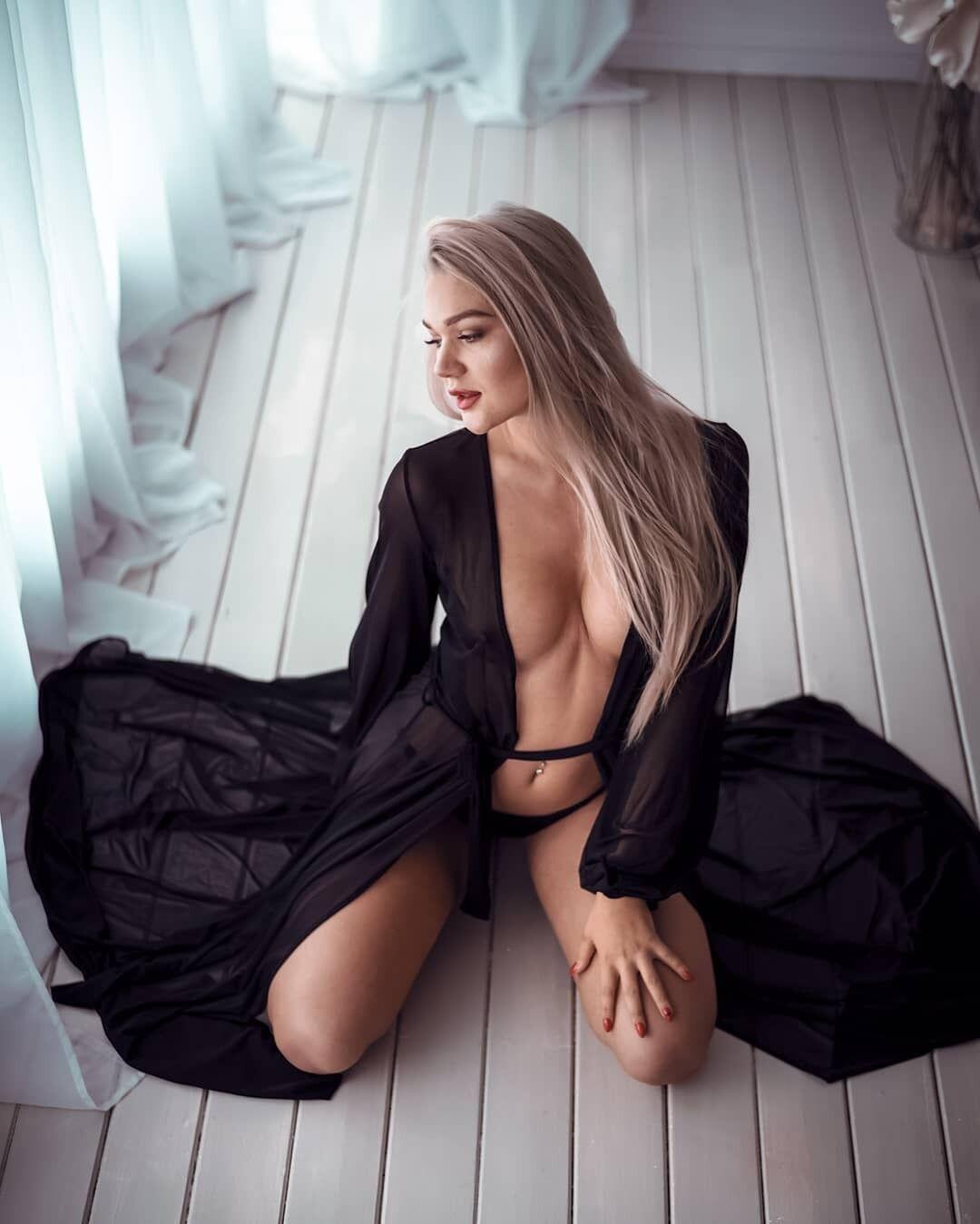 Сандра Россме в прозрачной одежде