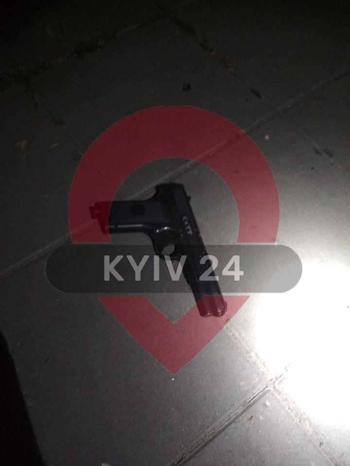В Киеве на Русановке подросток открыл стрельбу