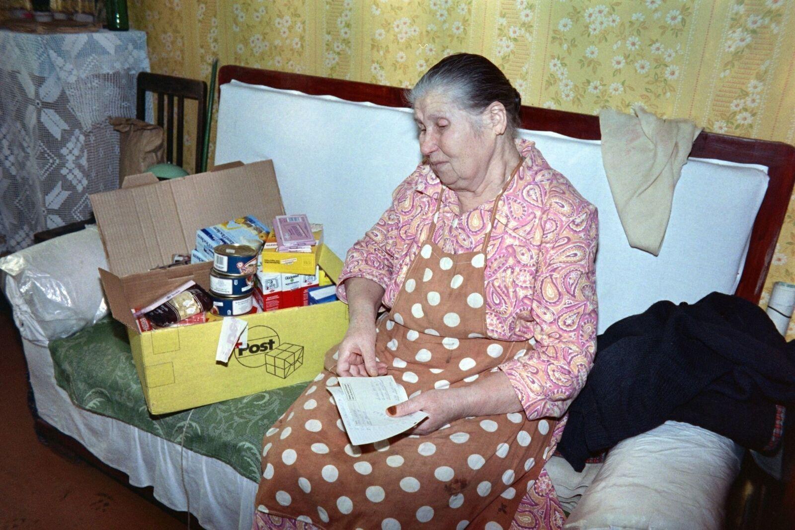 Одна из продуктовых посылок, которые раздавали советским пенсионерам