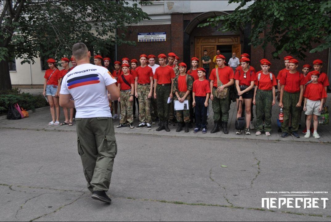 Террористы строят детей в Донецкой области