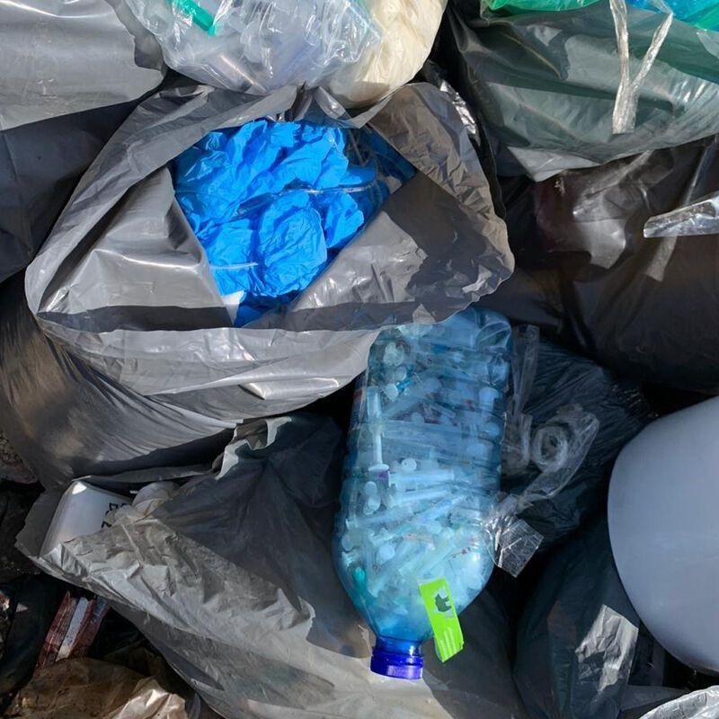 Відходи з інфекційних відділень київських лікарень вивозили на стихійні і звичайні смітники.