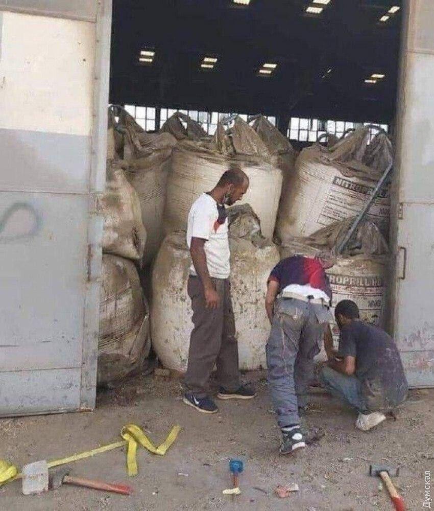 Биг-беги с аммиачной селитрой в порту Бейрута