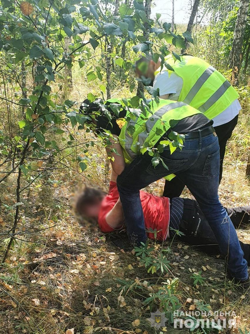 Затримання чоловіка, підозрюваного у вбивстві 23-річної дівчини в Семенівці