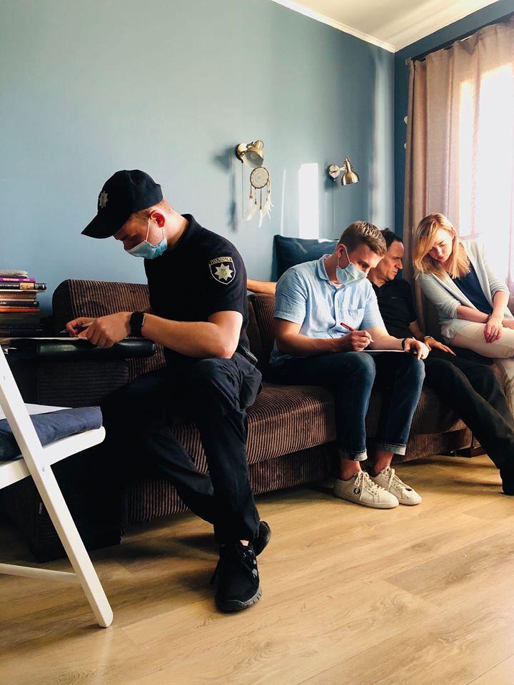 Полиция в квартире журналиста