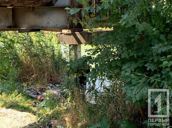 У Кривому Розі в воді під мостом знайшли тіло чоловіка