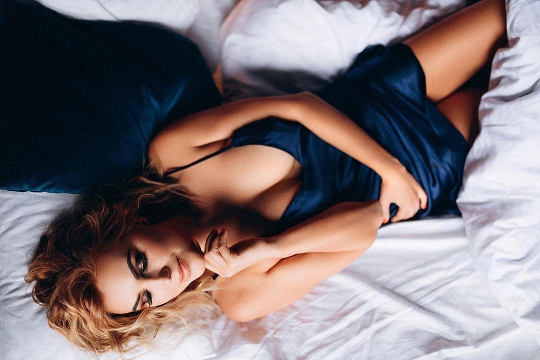 Яна Клочкова в еротичній фотосесії
