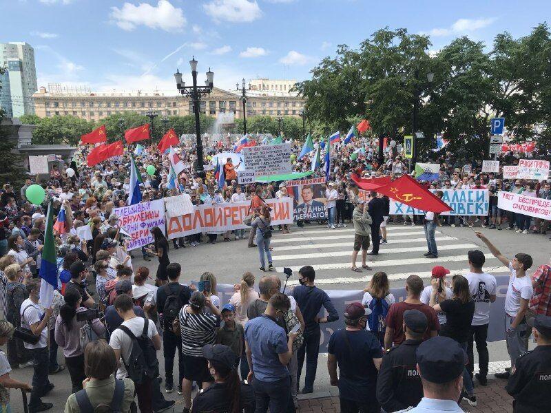 Містяни на мітингу