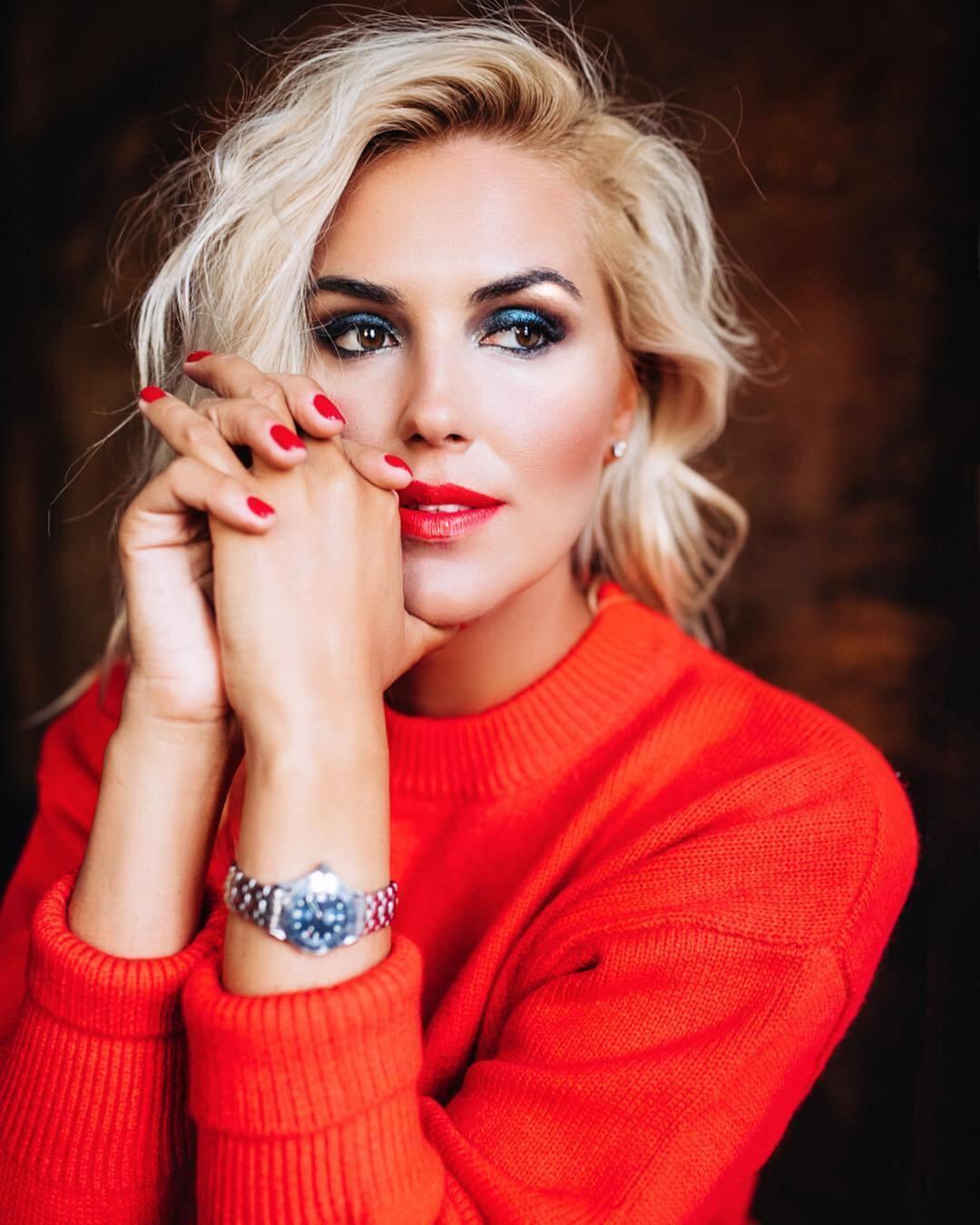 Яна Клочкова з макіяжем