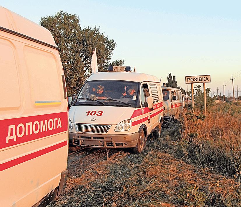 Медики 8 полтавської медроти в'їжджали в АТО через селище Розівка: далі, згадує Нілов, розмовляти і брати воду у місцевих жителів вже було ризиковано