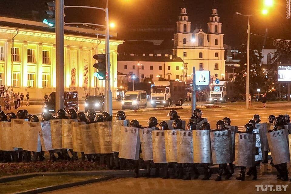 В Беларуси начались задержания, протесты разгоняют