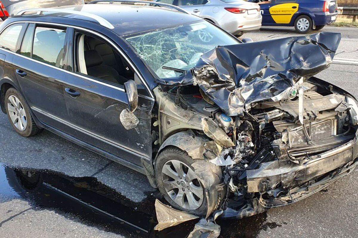У Дніпрі зіткнулися два легкових автомобіля. Фото пресслужби ГУ ДСНС України в Дніпропетровській області