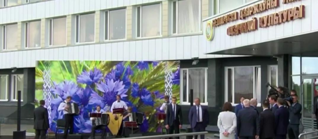 На участке, где голосовал Лукашенко, играла гармошка
