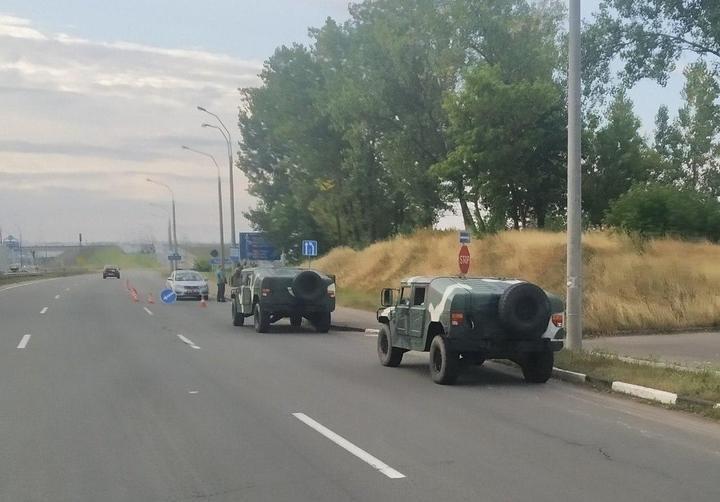 К Минску стянули военных и спецтехнику