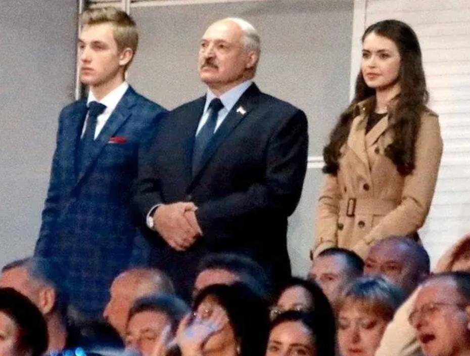 Лукашенко с сыном и своей избранницей