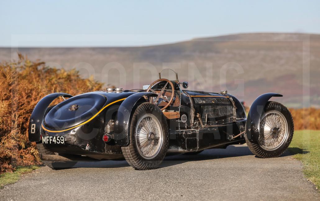 Старий гоночний автомобіль добре показав себе в змаганнях.