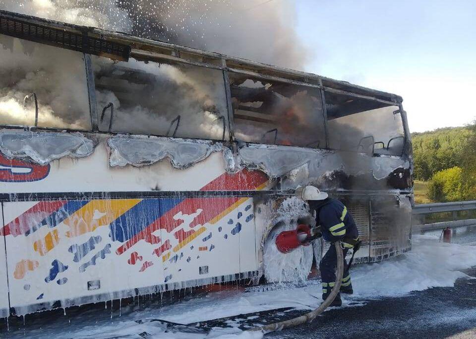 На момент возгорания в автобусе было 20 пассажиров.