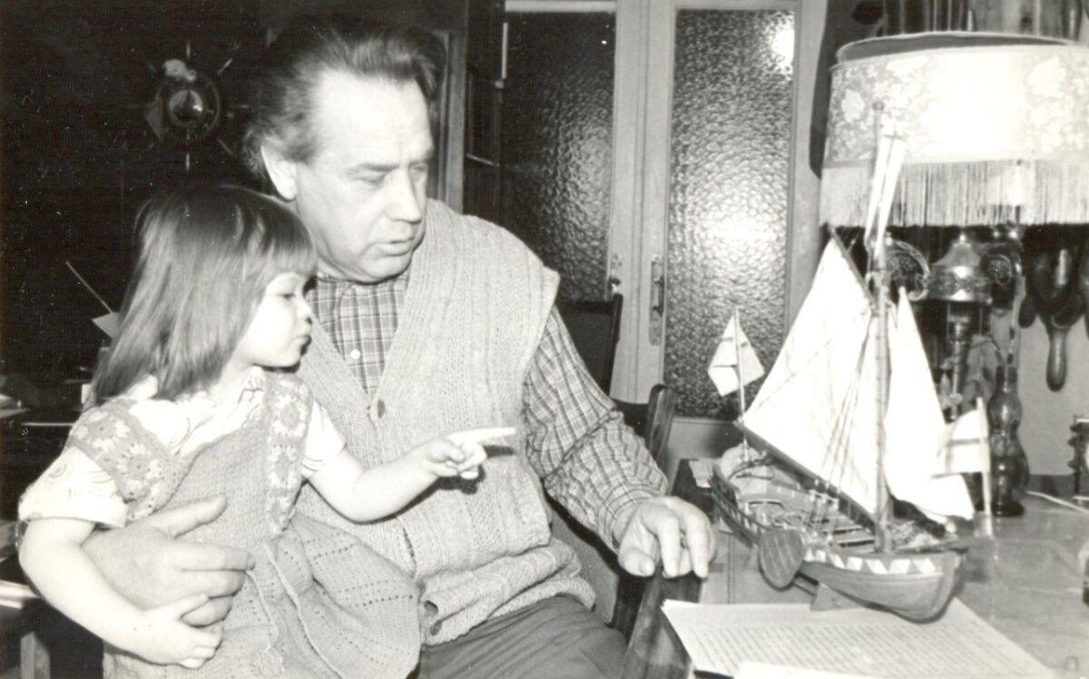 Владислав Крапивін з онукою