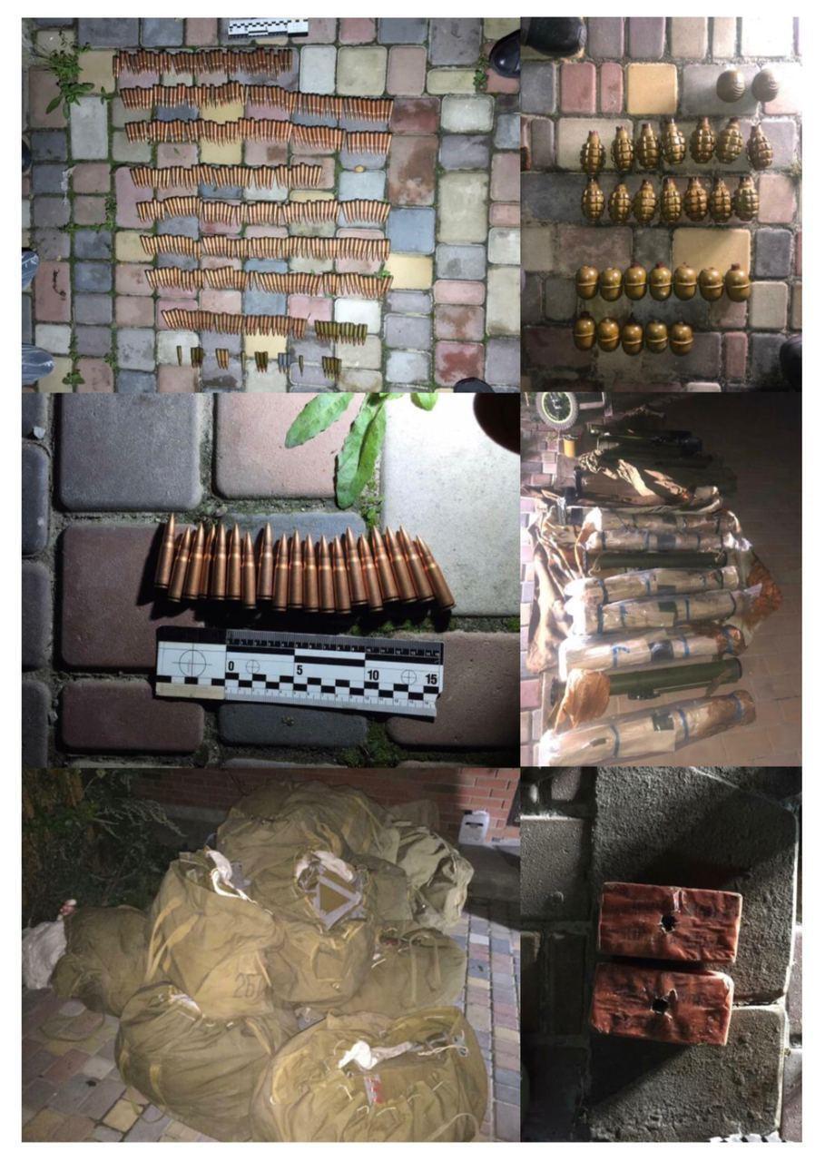 У задержанных при обысках нашли патроны