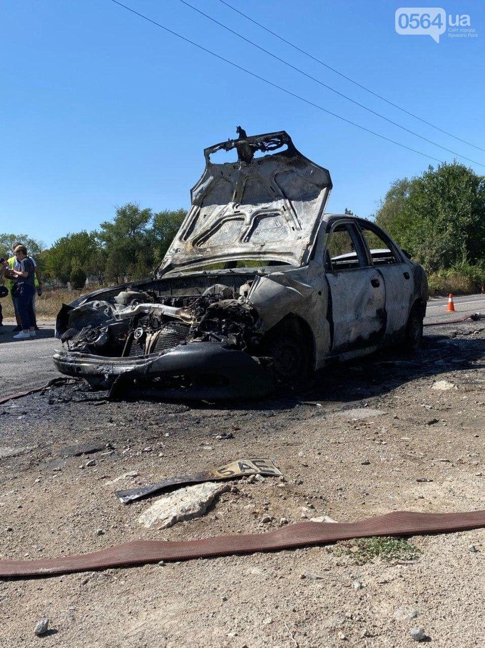 Авто загорілося після зіткнення з маршруткою.