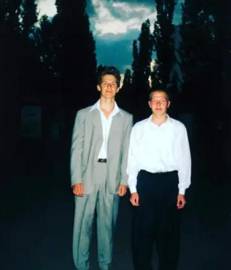 Алексей Потапенко (слева) в школе
