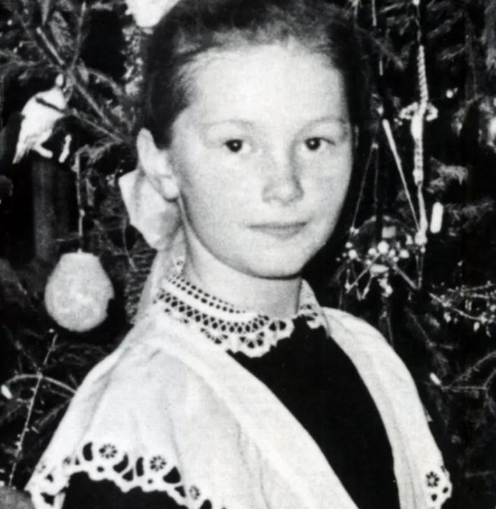 Как выглядела в школьные годы Алла Пугачева
