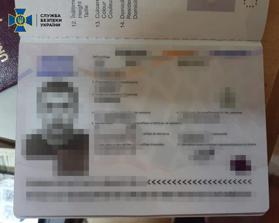 СБУ показала документи одного із затриманих