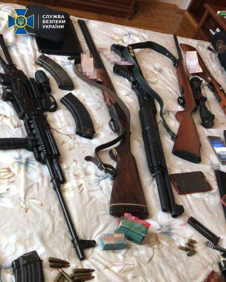 У затриманих виявлено зброю