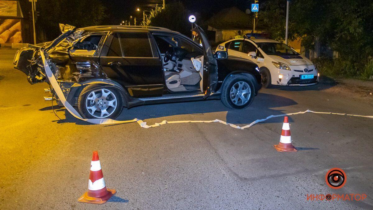 У Дніпрі зіткнулися вантажівка і BMW.
