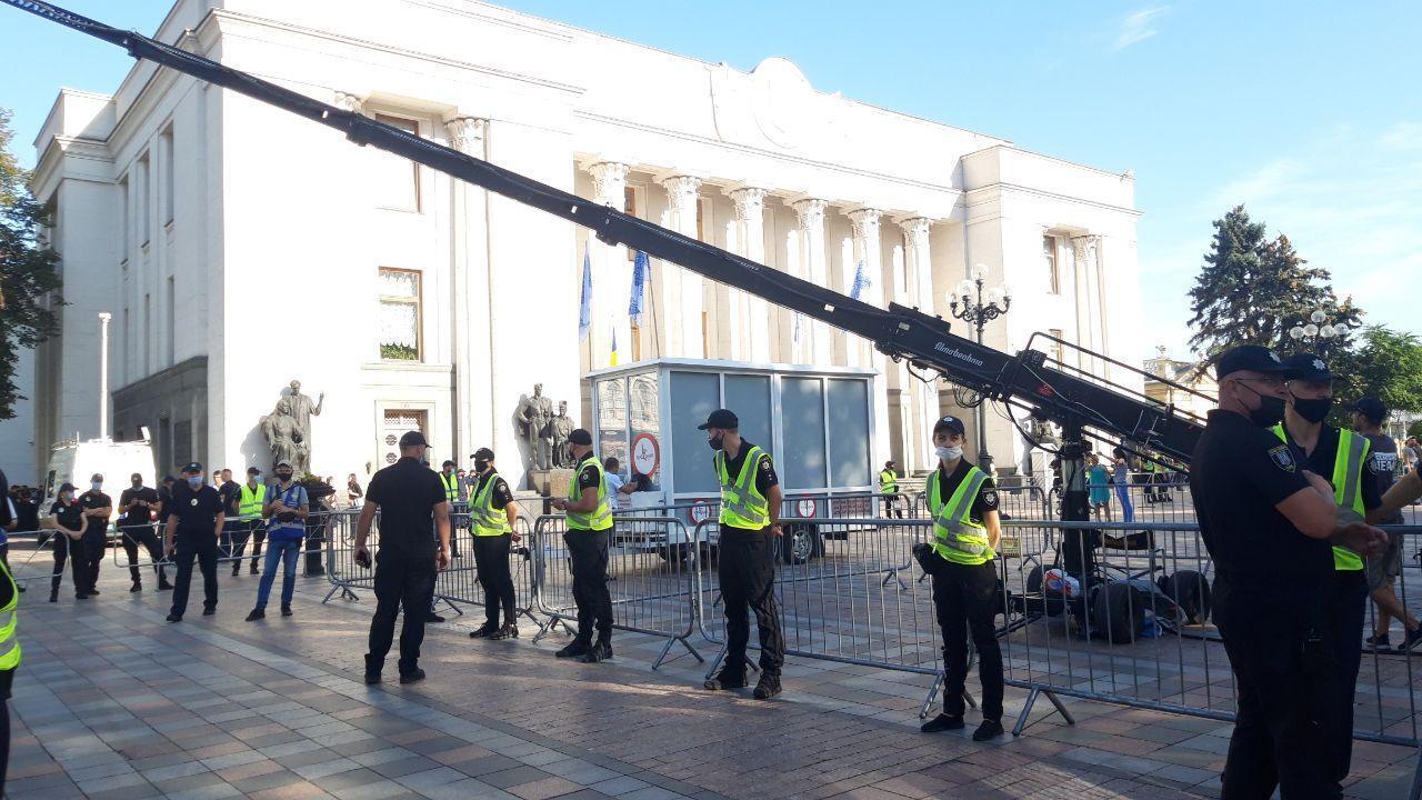 Полиция оцепила здание ВР