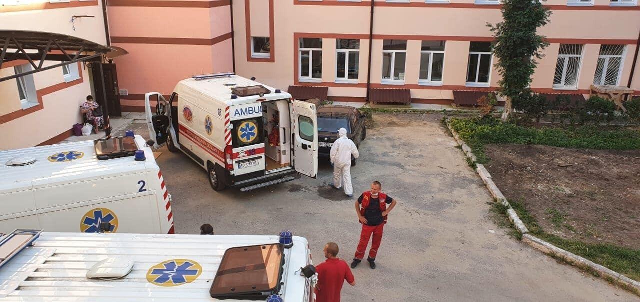 На Вінничині не вистачає медперсоналу через великий наплив хворих на COVID-19.