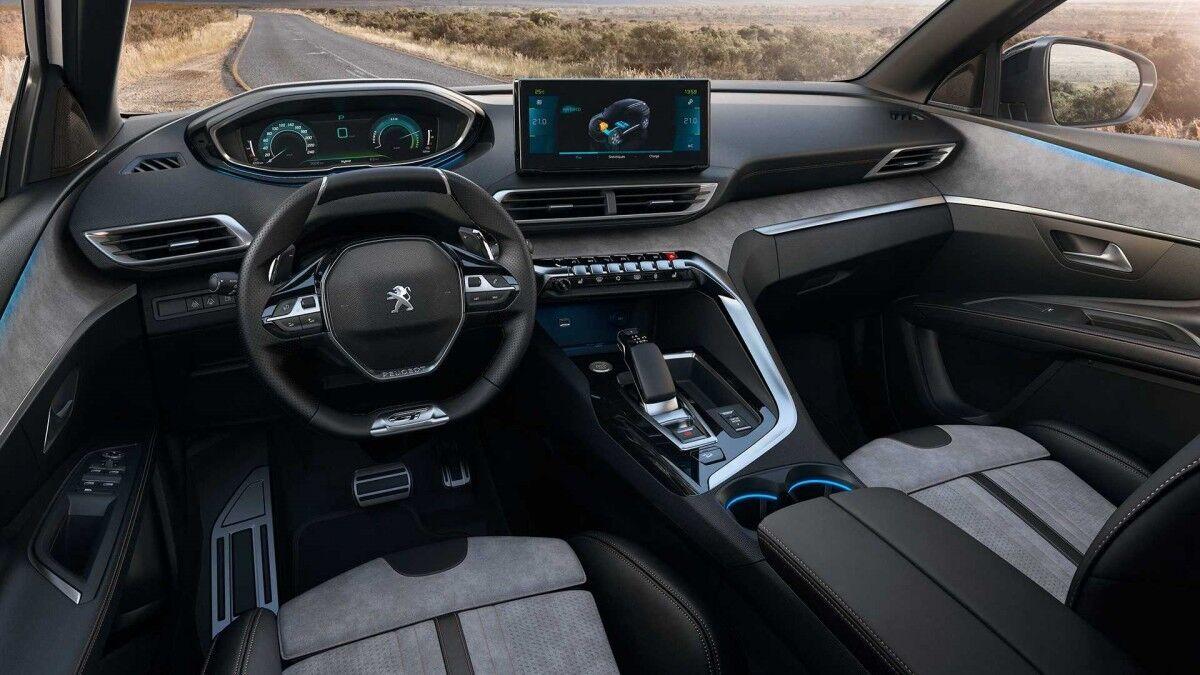 Салон Peugeot 3008 виглядає сучаснішим за рахунок великого монітору.