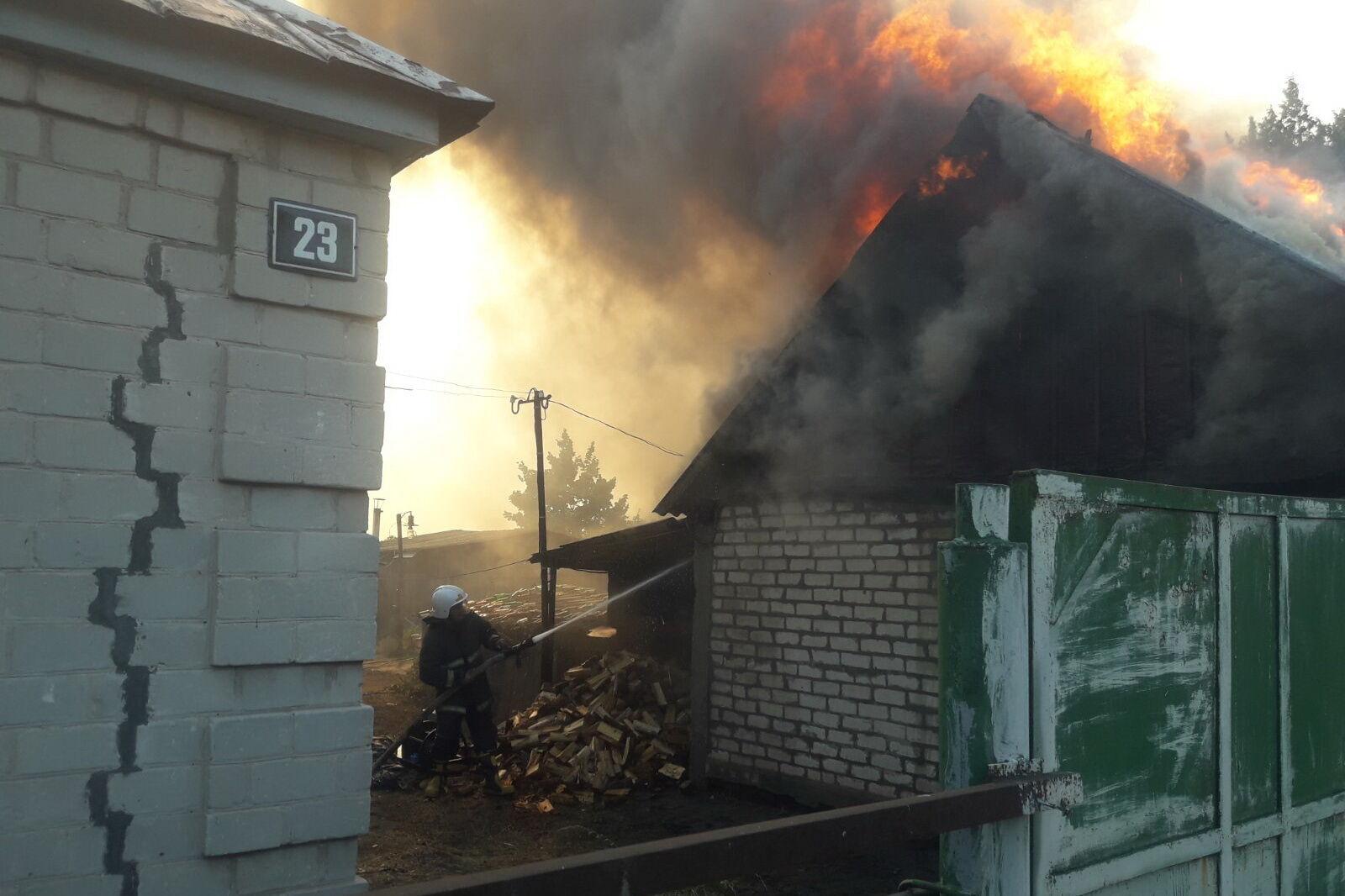 Огонь перекинулся на дома в селе Горобьевка.