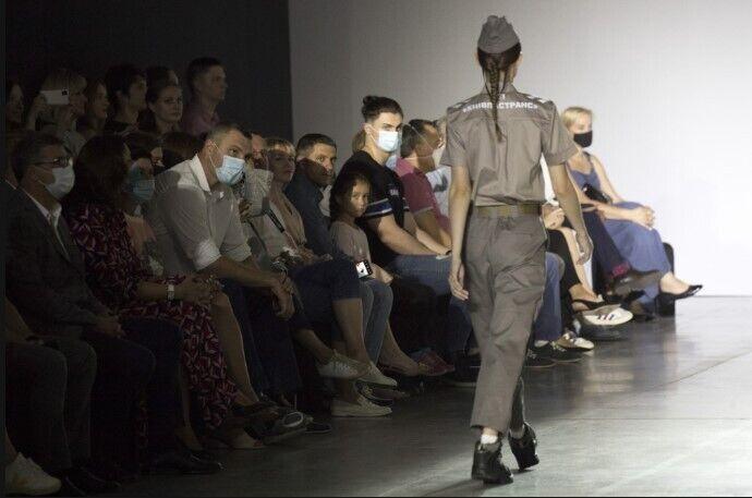 На Ukrainian Fashion Week в Киеве состоялся показ моделей одежды для столичных коммунальщиков.